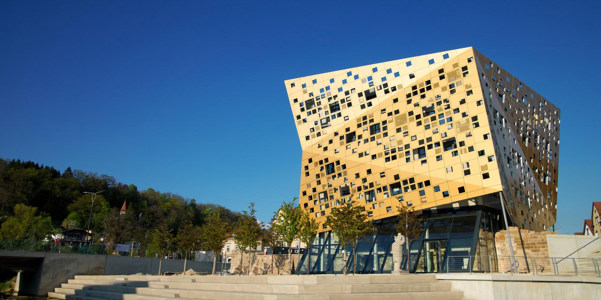 Referenz Forum Gold und Silber Schwäbisch Gmünd. Seit 2014 ist das Gebäude Blickfang und Wahrzeichen in Schwäbisch Gmünd.