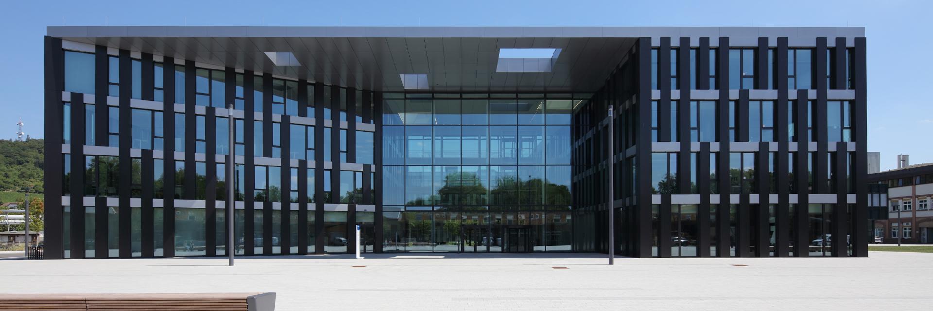 Fassadenprofile Referenzprojekt Bürogebäude Freudenberg, Weinheim von HPP Architekten