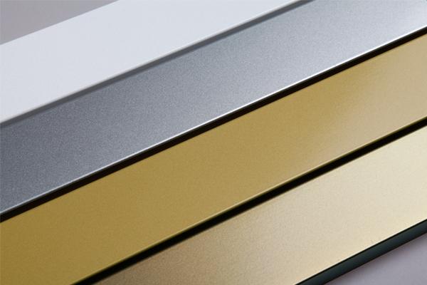 Vier Profile, lackiert in metallischen Duraflon-Tönen.