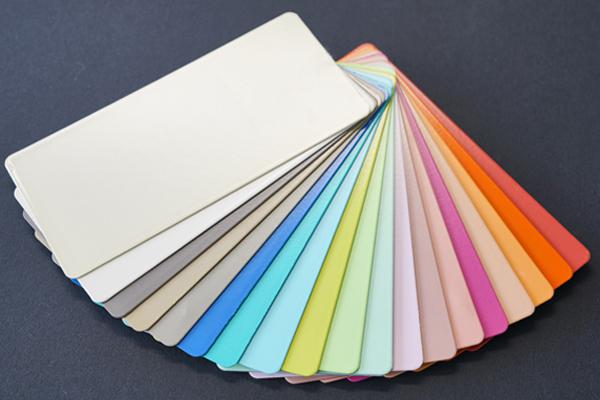 Farbfächer mit zahlreichen Duraflon-Effektoberflächen.