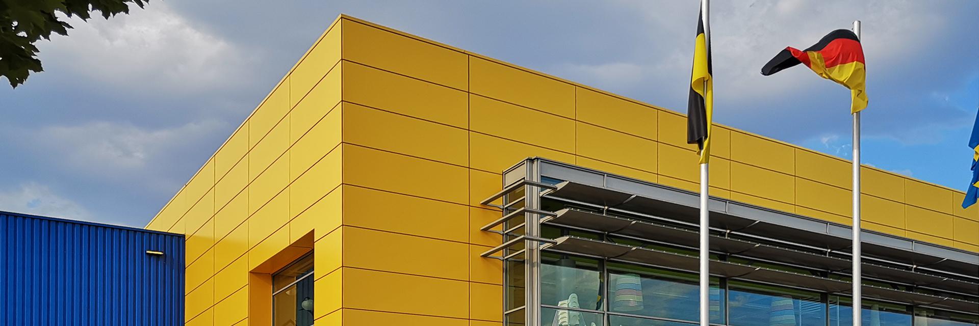 Nach der Sanierung mit Duraflon erstrahlt die Fassade des Möbelhauses wieder im identitätsstiftenden Originalfarbton - und das seit acht Jahren.