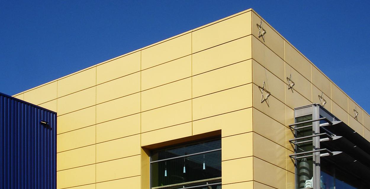 Im gegensatz zu herkömmlichen Beschichtungen hält Duraflon Farbton udn Brillanz dauerhaft. Referenz Fassadensanierung IKEA