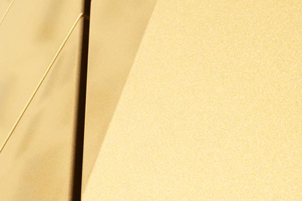 Farbe, Glanz und Haptik werden individuell auf Gebäudeform und Materialität eingestellt.