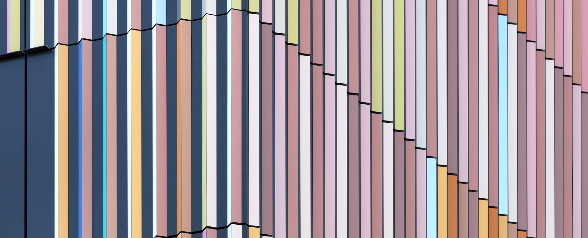 Farbenvielfalt an der Fassade des Marrahauses nach einem Entwurf des Coburger Architekten Alexander Schleifenheimer