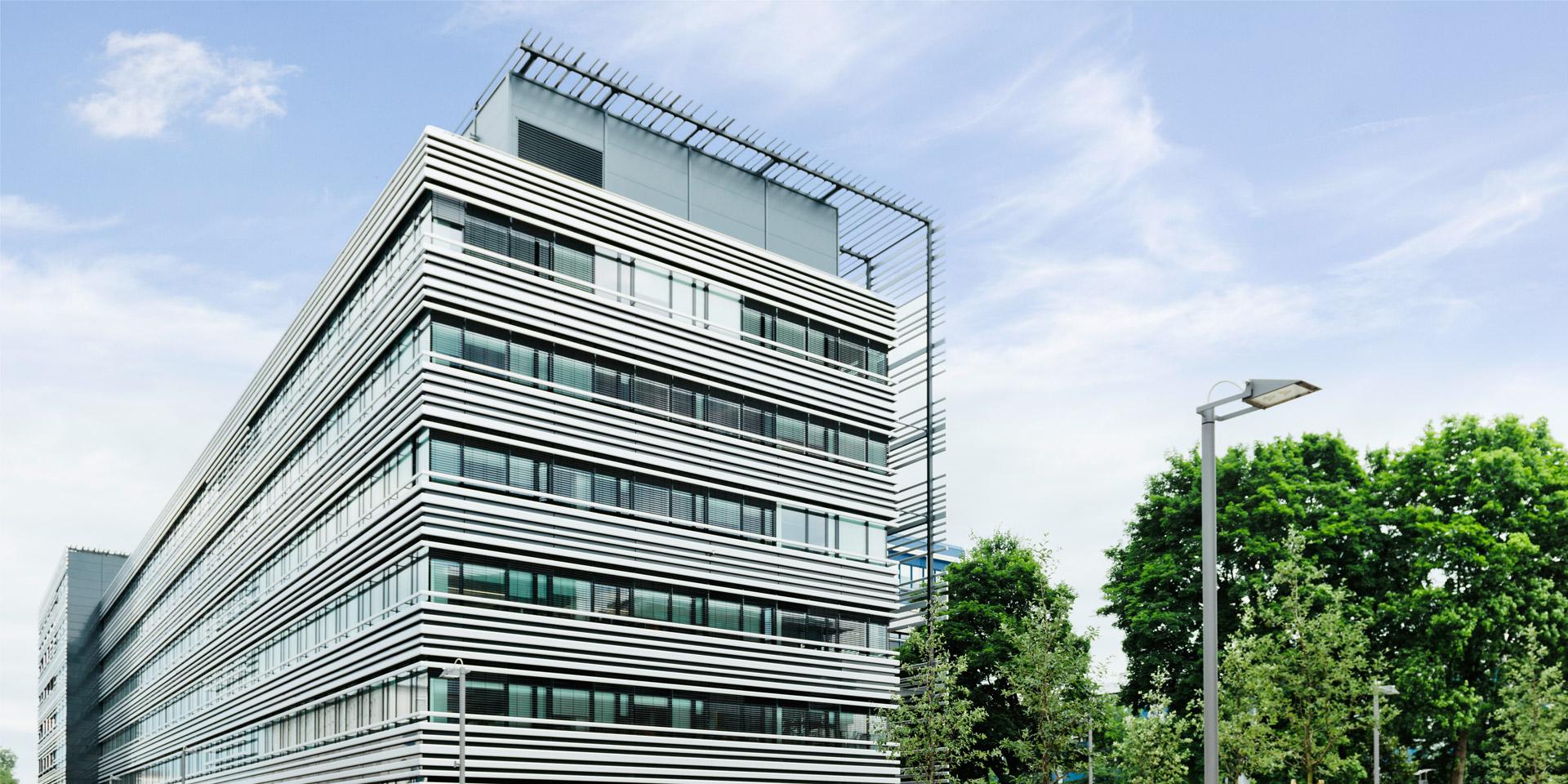 Fassadenlamellen am Rohde & Schwarz Technologiezentrum II in München