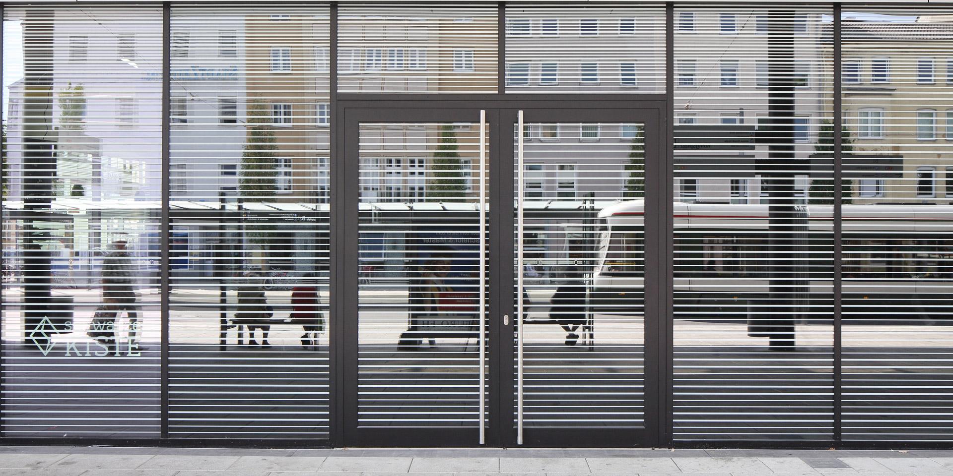 Lackierte Fassadenprofile am Königsplatz in Augsburg